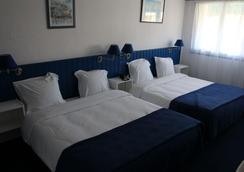 Hotel La Potiniere - Hyères - Bedroom