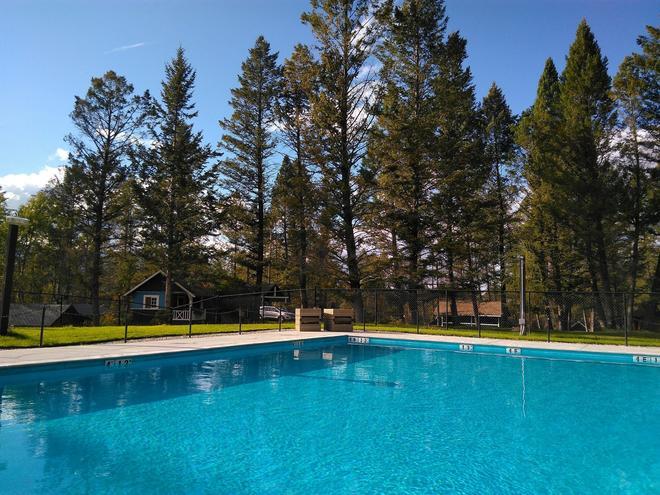 Fairmont Mountain Bungalows - Fairmont Hot Springs - Pool