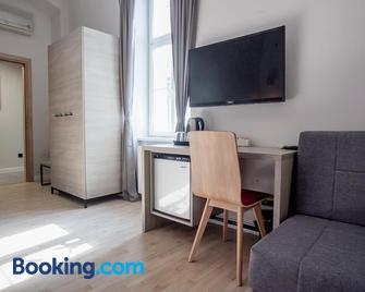 Zagreb City Vibe Apartments & Rooms - Zagreb - Wohnzimmer