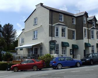 The Moelwyn Hotel & Restaurant - Criccieth - Building