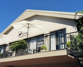 Pumleni Guesthouse - Hartbeespoort - Edificio
