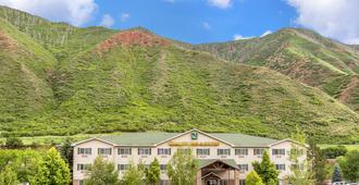 Quality Inn & Suites On The River - Glenwood Springs - Edificio