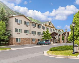 Quality Inn & Suites On The River - Glenwood Springs - Rakennus