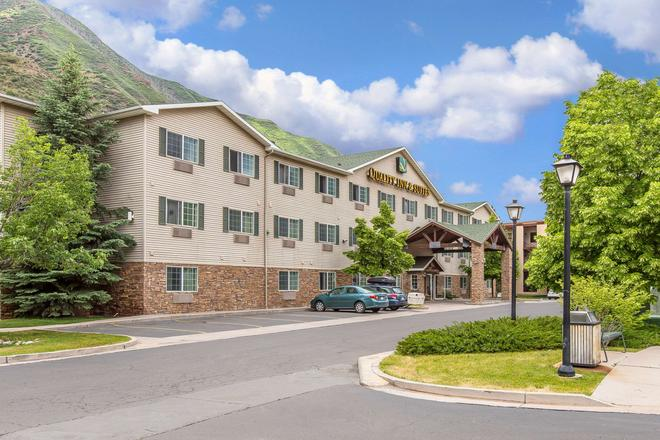 Quality Inn & Suites On The River - Glenwood Springs - Building