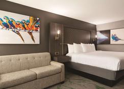 Radisson Hotel Mcallen Airport - McAllen - Bedroom