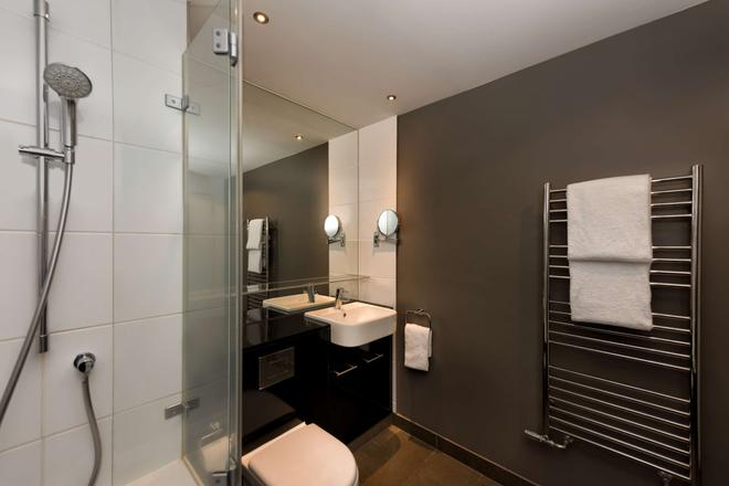 Adina Apartment Hotel Frankfurt Neue Oper - Frankfurt am Main - Bathroom