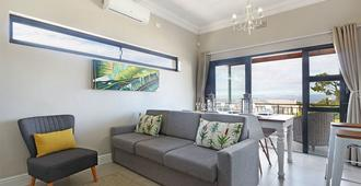 Star Holiday Apartments - Cape Town - Living room