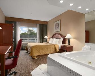 Days Inn & Suites by Wyndham Albany - Colonie - Bedroom