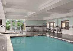 Days Inn & Suites by Wyndham Albany - Colonie - Bể bơi