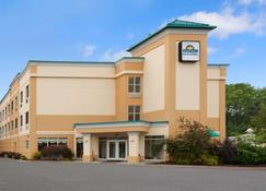 Days Inn & Suites by Wyndham Albany - Colonie - Outdoor view