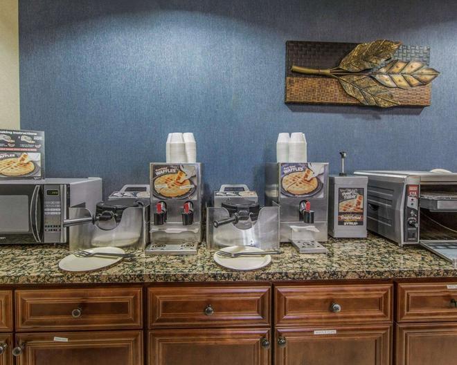 多萊塢區克拉麗奧酒店 - 皮格佛格 - 鴿子谷 - 自助餐