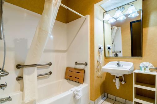 Quality Inn & Suites - Manhattan - Kylpyhuone