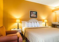 Quality Inn & Suites - Manhattan - Makuuhuone