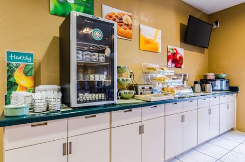 Quality Inn & Suites - Manhattan - Buffet