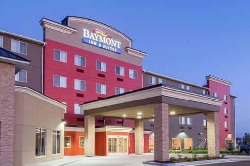 Baymont by Wyndham Grand Forks - Grand Forks - Gebäude