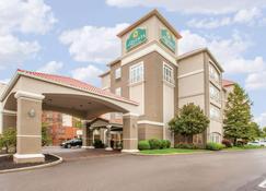 La Quinta Inn & Suites by Wyndham Cincinnati Airpt Florence - Florence - Building