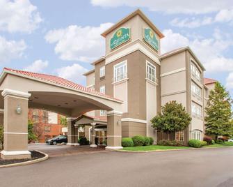 La Quinta Inn & Suites by Wyndham Cincinnati Airpt Florence - Florence - Gebouw