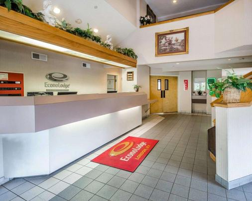 Econo Lodge - London - Rezeption