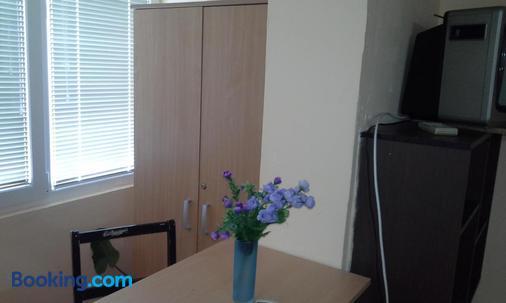Guest House Mirijevski Konak - Belgrade - Dining room