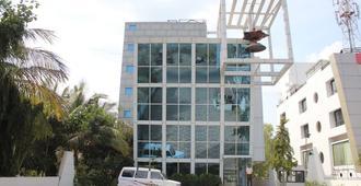 Hotel Om Sai International - שירדי