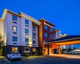 Best Western Plus Estevan Inn & Suites - Естеван - Building