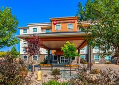 Best Western Plus Estevan Inn & Suites - Estevan - Building