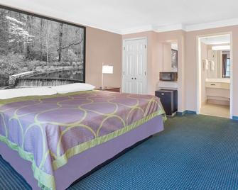 Super 8 by Wyndham Austell/Six Flags - Austell - Bedroom