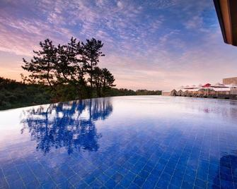 Hidden Cliff Hotel and Nature - Seogwipo - Pool