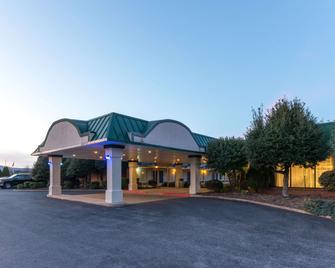 Days Inn by Wyndham Luray Shenandoah - Luray - Building