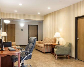 Quality Inn Brookings-University - Brookings - Sala de estar