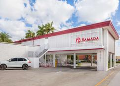 Ramada by Wyndham Miami Springs/Miami International Airport - Miami Springs - Edificio