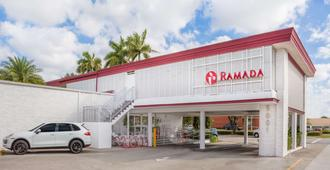 Ramada by Wyndham Miami Springs/Miami International Airport - Miami Springs