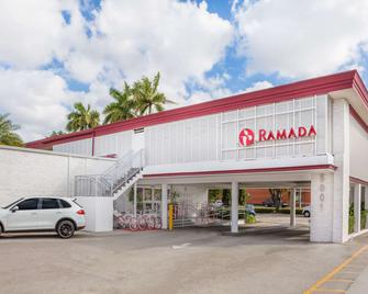 Ramada by Wyndham Miami Springs/Miami International Airport - Miami Springs - Building