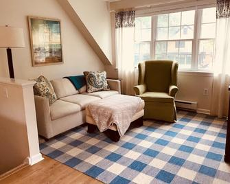 Convenient and Cute in Downtown Old Saybrook - Old Saybrook