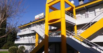 Premiere Classe Avignon Parc Des Expositions - Avignone