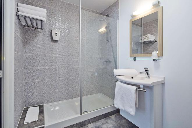 Premiere Classe Avignon Parc Des Expositions - Avignon - Bathroom