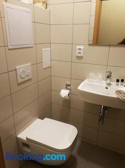 特里奧俱樂部酒店 - 俄斯特拉發 - 浴室