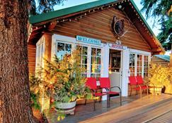 Log Cabin Motel - Pinedale - Patio