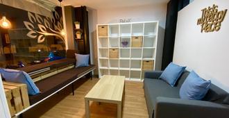 Hostel Gym Canovas Nerja - Nerja - Sala de estar