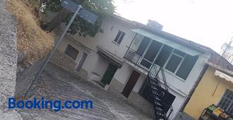 B&B Vrenjo - Gjirokastra - Edificio