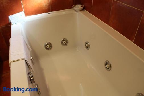 Restaurant Hotel Picasso - Torroella de Montgrí - Bathroom