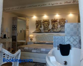Bed & Breakfast Triskeles - Giardini Naxos - Bedroom