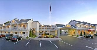 Parkside Inn Bridgeview - Mackinaw City - Building
