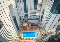 伊丹酒店 - 多哈 - 多哈 - 游泳池