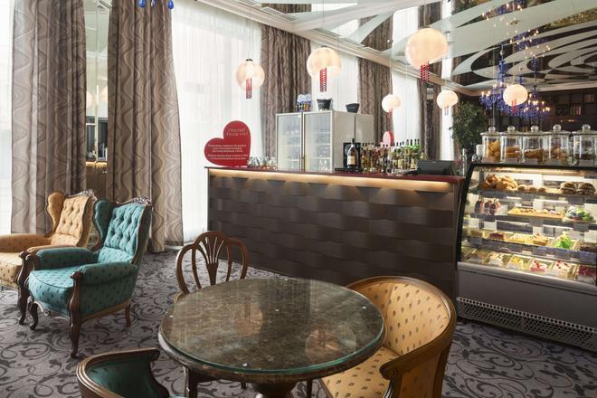 喀山城中心華美達酒店 - 喀山 - 喀山 - 酒吧