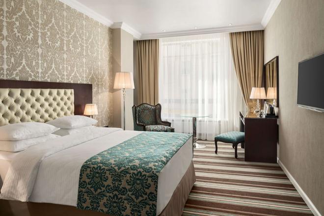 喀山城中心華美達酒店 - 喀山 - 喀山 - 臥室