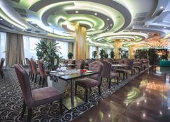 Ramada by Wyndham Kazan City Center - Καζάν - Εστιατόριο