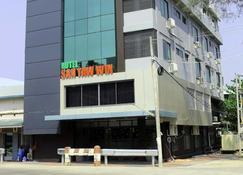 Hotel San Taw Win - Pathein - Building