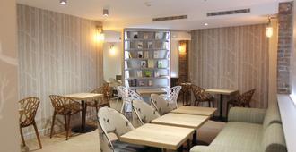 Best Western Plus Hotel Litteraire Marcel Ayme - פריז - מסעדה