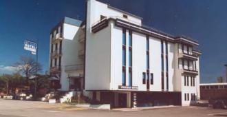 Piccolo Hotel - ראבנה - בניין